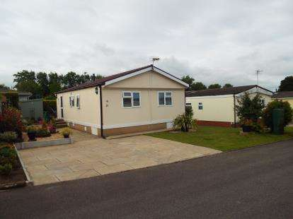 2 Bedrooms Bungalow for sale in Willow Crescent, Moss Lane, Moore, Warrington, WA4
