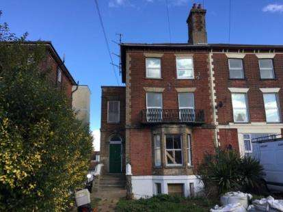 3 Bedrooms Flat for sale in Dovercourt, Harwich, Essex