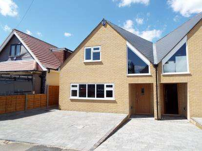 5 Bedrooms Detached House for sale in Hornchurch, Essex