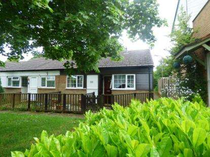 2 Bedrooms Bungalow for sale in Golden Drive, Eaglestone, Milton Keynes, Buckinghamshire
