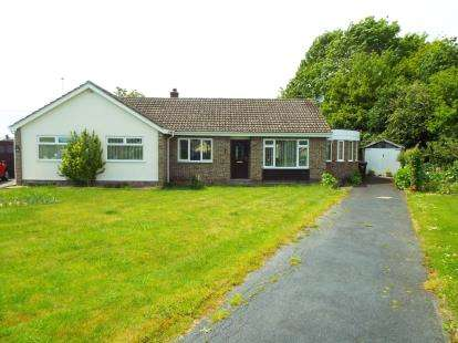 2 Bedrooms Bungalow for sale in Sycamore Road, Launton, Bicester, Oxfordshire