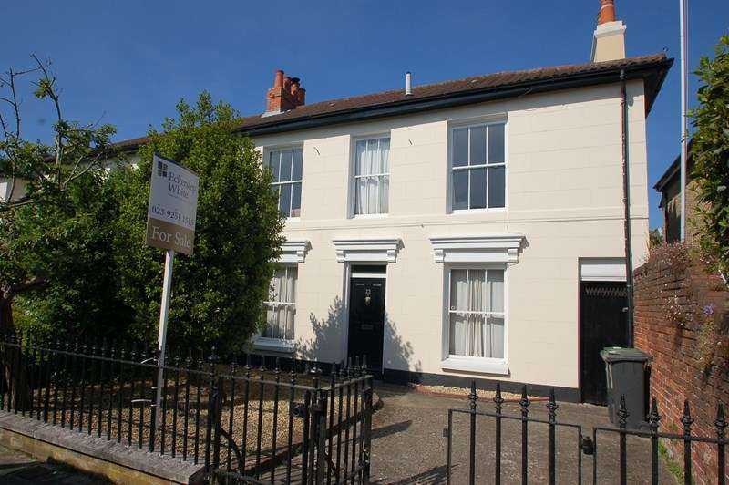3 Bedrooms End Of Terrace House for sale in Peel Road, Gosport