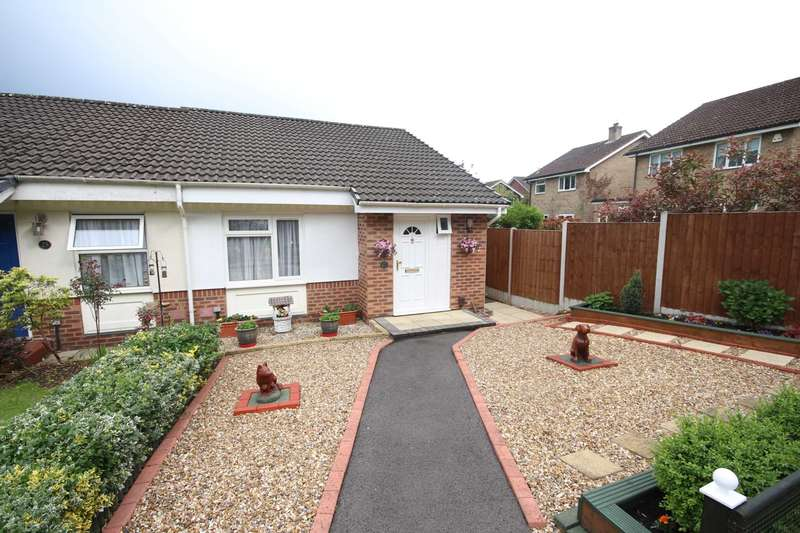 2 Bedrooms Semi Detached Bungalow for sale in Hombrook Drive, Binfield