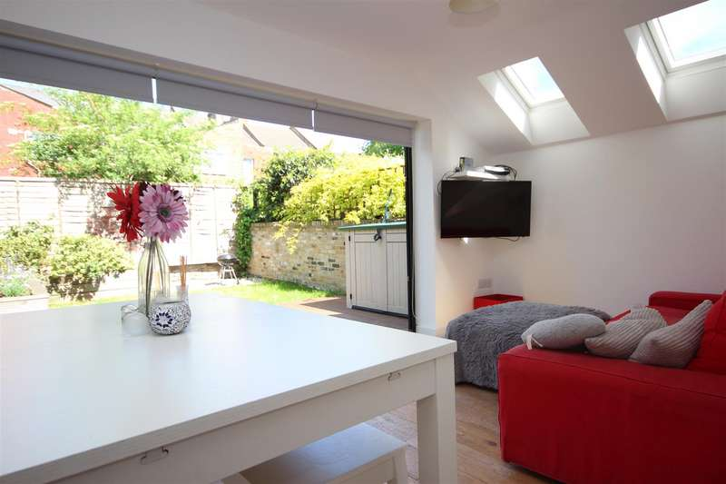 3 Bedrooms Property for sale in Wendover Road, Harlesden, London