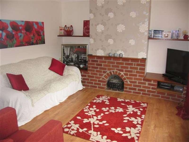 4 Bedrooms Property for rent in Dennis Avenue, Beeston, Nottingham, NG9 2PQ
