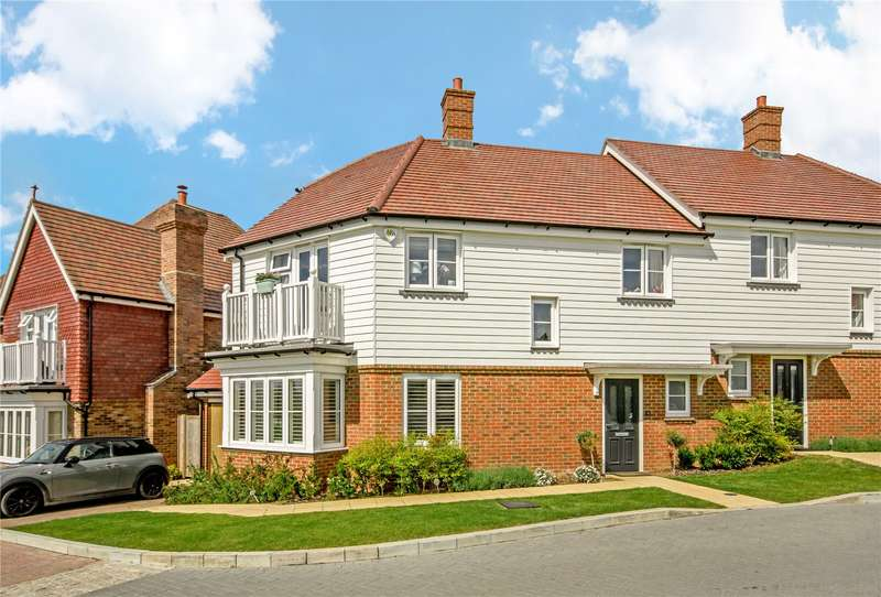 3 Bedrooms Semi Detached House for sale in Holland Park, Caterham, Surrey, CR3