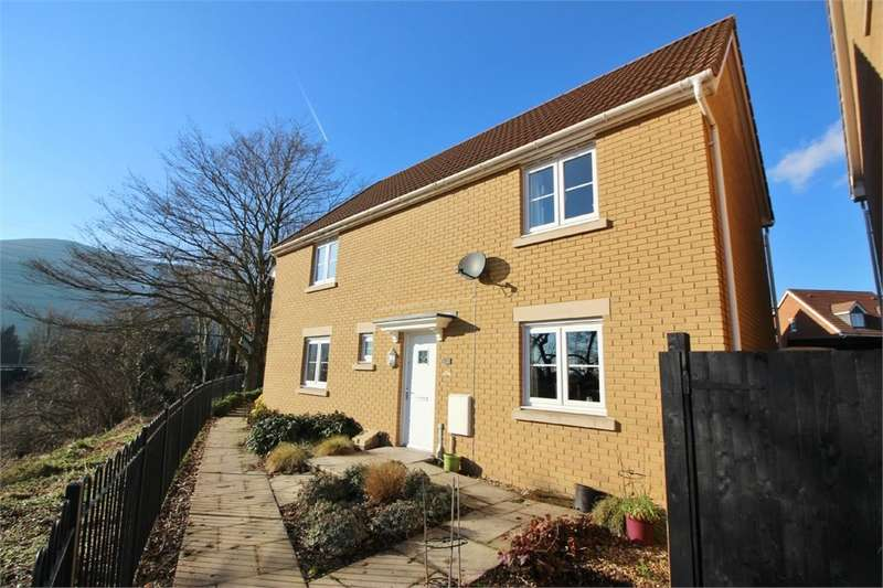3 Bedrooms Semi Detached House for sale in Company Farm Drive, Llanfoist, Abergavenny, NP7