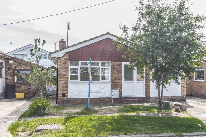 3 Bedrooms Detached Bungalow for sale in Fairlop Avenue, Canvey Island, SS8
