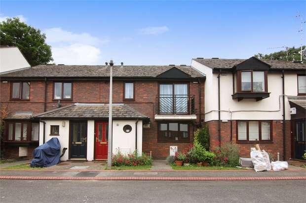 2 Bedrooms Flat for sale in Boleyn Close, Walthamstow, London