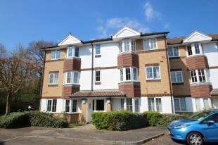 2 Bedrooms Flat for sale in Goddard Close, Maidenbower, Crawley, West Sussex
