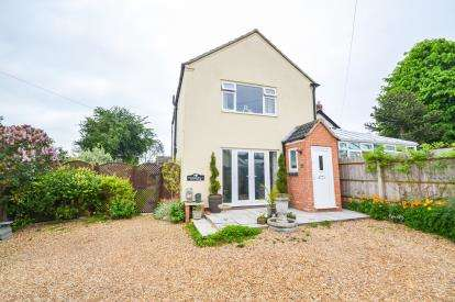 3 Bedrooms Detached House for sale in Cedar Way, Wellingborough