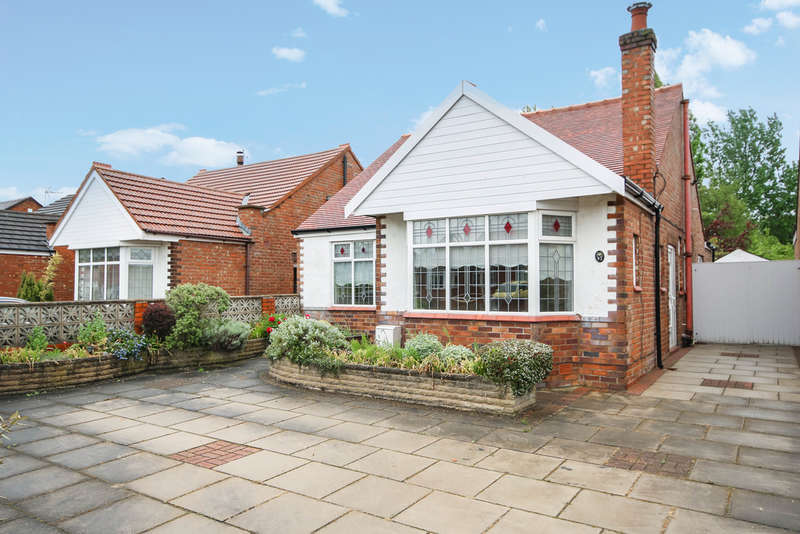 2 Bedrooms Detached Bungalow for sale in Radnor Drive, Churchtown, Southport