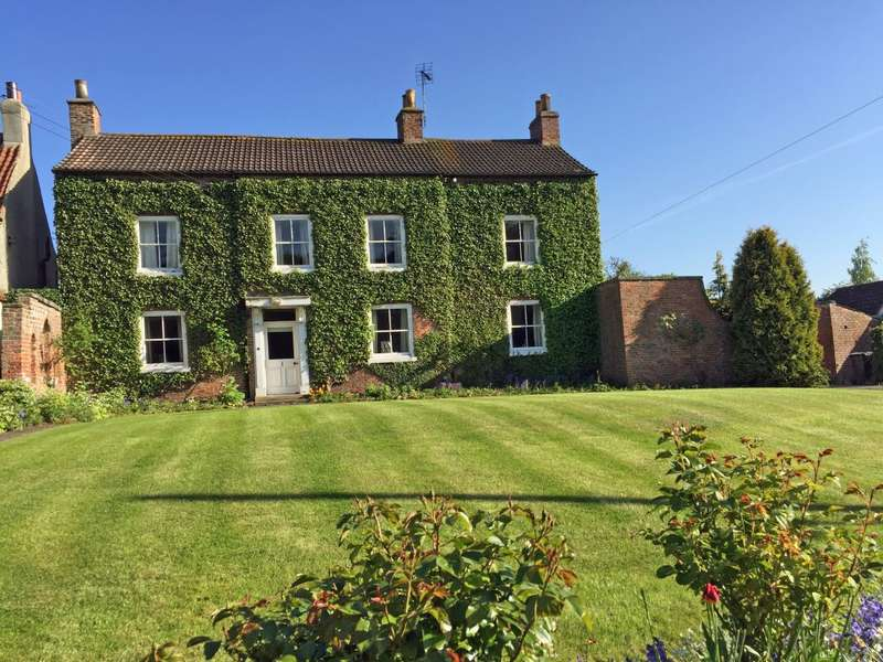 4 Bedrooms Detached House for sale in Ivy House, Thornton Le Moor, Northallerton, DL7 9EA