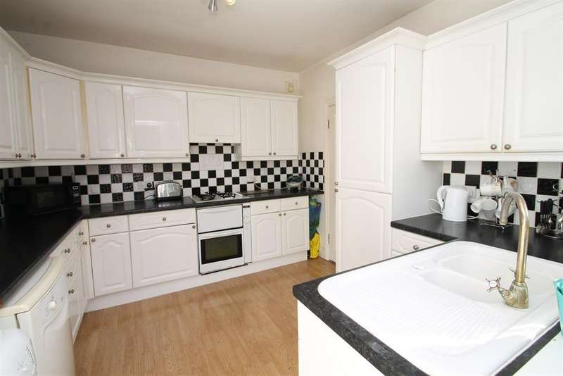 3 Bedrooms Bungalow for sale in Priory Drive, Abbeywood, London, SE2 0PP