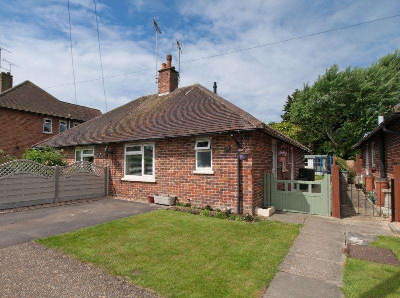 2 Bedrooms Semi Detached Bungalow for sale in Middleton-on-Sea, West Sussex