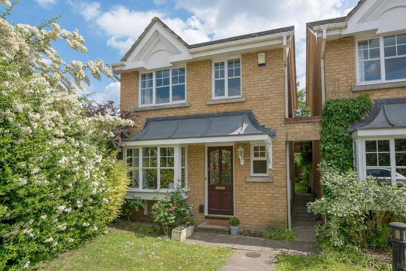 3 Bedrooms Detached House for sale in Hardings Close, Kingston upon Thames KT2