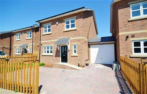 4 Bedrooms Detached House for sale in The Grey Hound, Heath Road, Orsett Heath