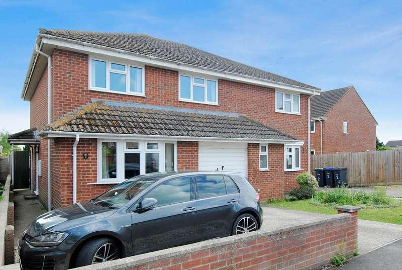 3 Bedrooms Semi Detached House for sale in Maple Way, Durrington, Salisbury SP4