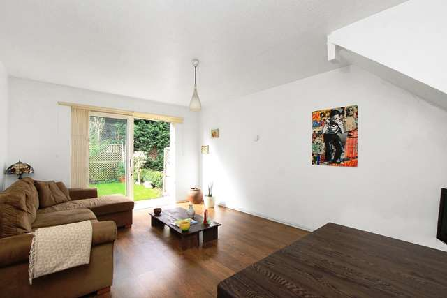 2 Bedrooms Terraced House for sale in William Booth Road, London