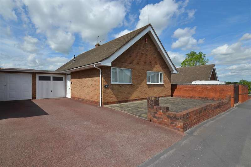 3 Bedrooms Detached Bungalow for sale in Chaucer Road, Stafford