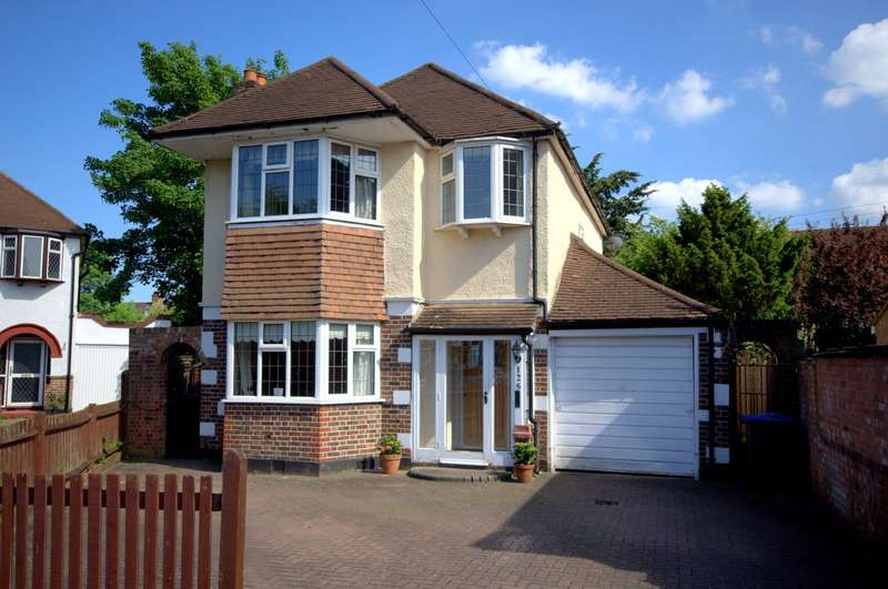 4 Bedrooms Detached House for sale in Old Malden