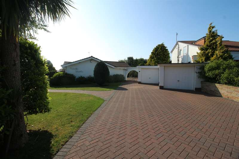 3 Bedrooms Detached Bungalow for sale in Dalesway, Lower Heswall, Wirral, CH60 4RU
