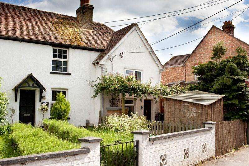 2 Bedrooms Cottage House for sale in Windmill Road, Flitwick, MK45