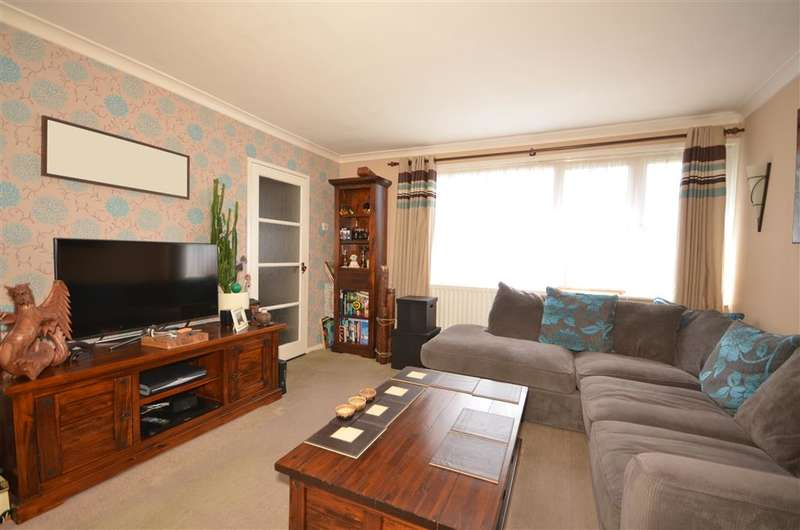 2 Bedrooms Flat for sale in Romford Road, Chigwell, Essex