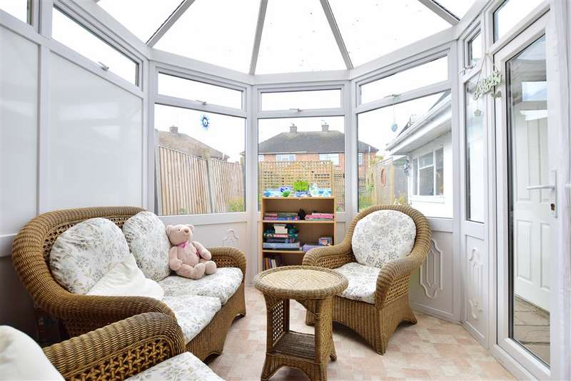 3 Bedrooms Semi Detached House for sale in Kent Road, Sheerness, Kent
