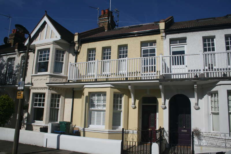 2 Bedrooms Flat for sale in Thornton Road, East Sheen