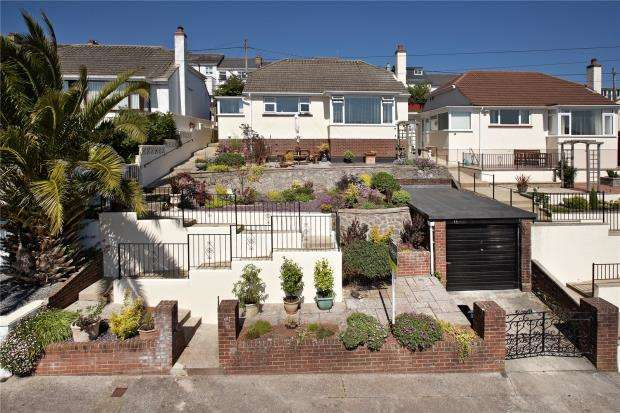 2 Bedrooms Detached Bungalow for sale in Broadpark Road, Paignton, Devon