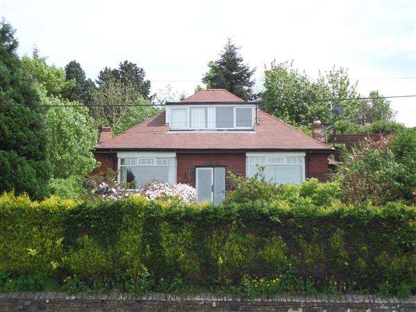 4 Bedrooms Detached House for sale in Ripponden Road, Oldham