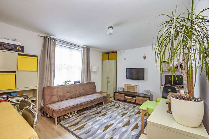 1 Bedroom Flat for sale in New Cross Road, London, SE14