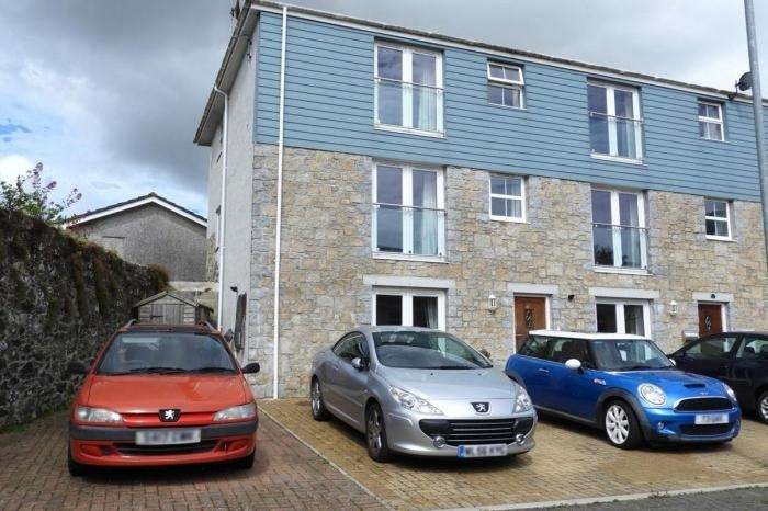 4 Bedrooms Town House for sale in 10 FLORA GARDENS, HELSTON, TR13