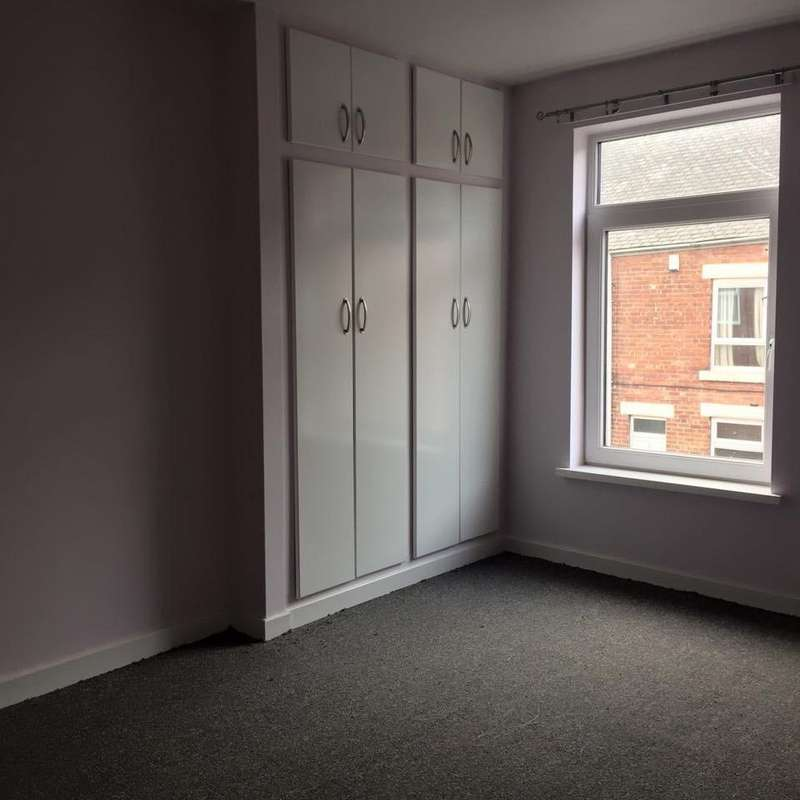 2 Bedrooms Terraced House for rent in co operative street, Goldthorpe, Rotherham s63
