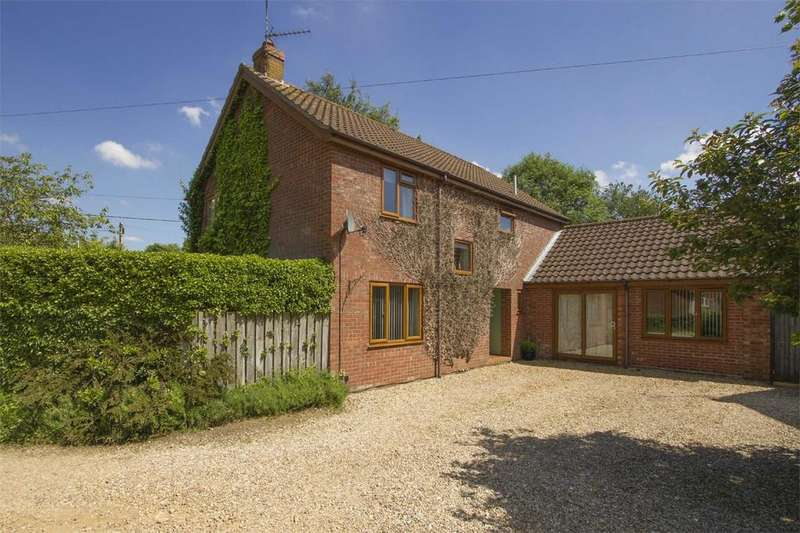 4 Bedrooms Detached House for sale in Gouch Close, Beeston, King's Lynn, Norfolk