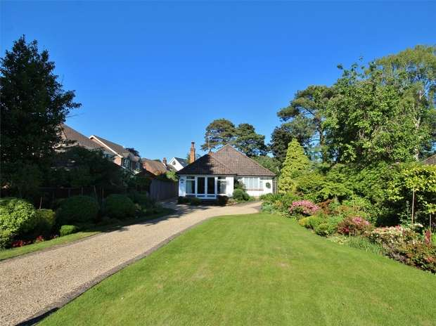 3 Bedrooms Detached Bungalow for sale in Elgin Road, Whitecliff, POOLE, Dorset