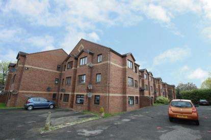 2 Bedrooms Flat for sale in Mahon Court, Moodiesburn