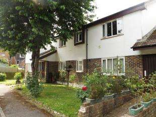 1 Bedroom Flat for sale in Darwin Close, Horsham, West Sussex