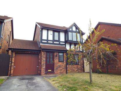 House for sale in Oakwood Close, Blackpool, Lancashire, FY4
