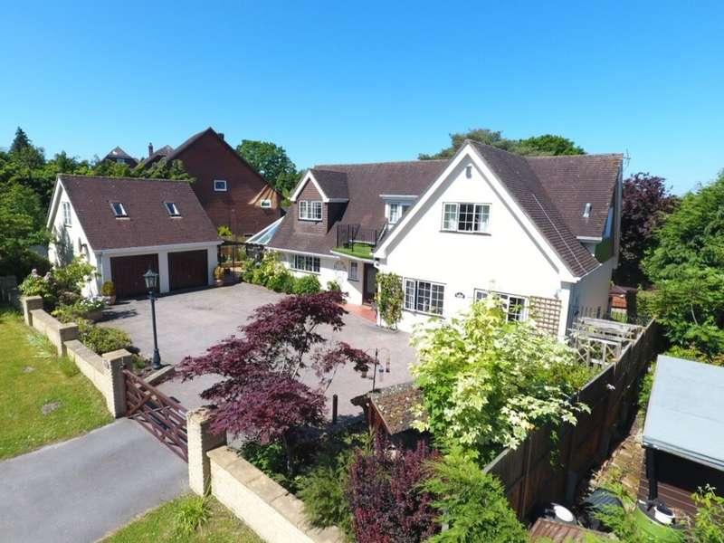 4 Bedrooms Detached House for sale in Nomansland, Salisbury