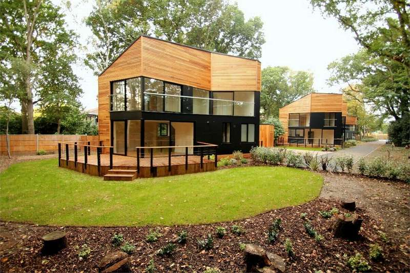 4 Bedrooms Detached House for sale in Bagshot, Surrey