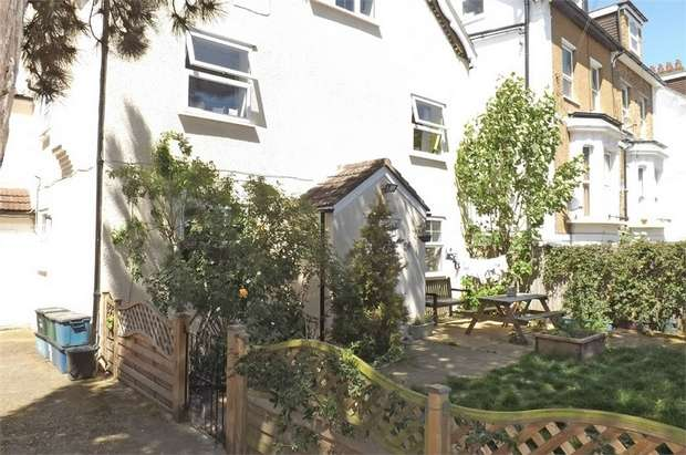 1 Bedroom Flat for sale in Prince Road, London