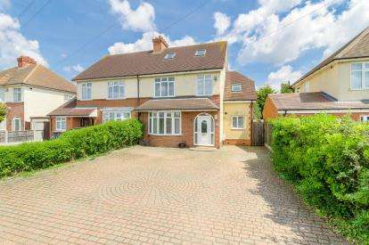 4 Bedrooms Semi Detached House for sale in Wootton Road, Kempston, Bedford, Bedfordshire