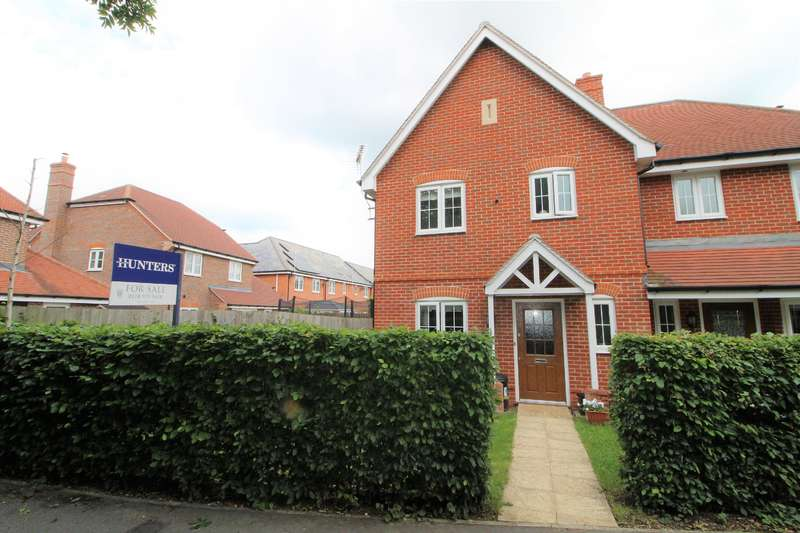 3 Bedrooms Semi Detached House for sale in Blackberry Gardens, Winnersh, Wokingham, RG41 5RN