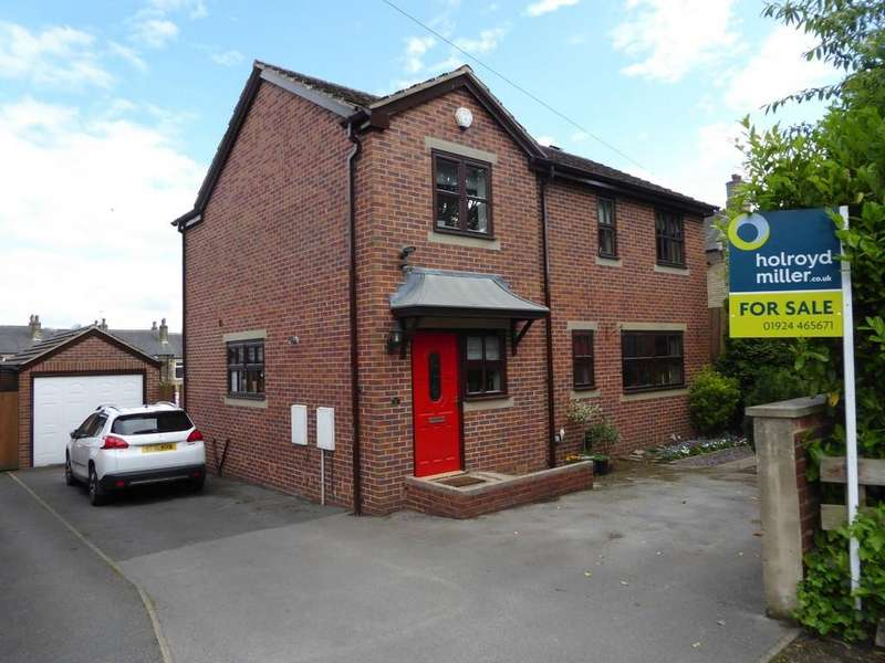 4 Bedrooms Detached House for sale in White Cross Road Hanging Heaton WF12 7DT