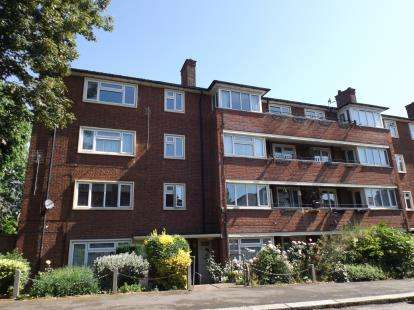 1 Bedroom Flat for sale in Higham Road, Woodford Green