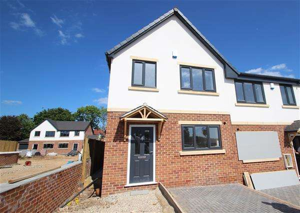 3 Bedrooms Town House for sale in 'The Coppice' School Street, Upton