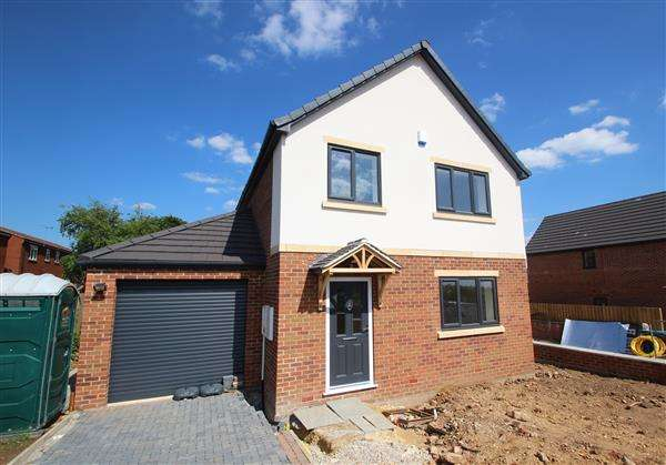 4 Bedrooms Detached House for sale in 'The Coppice' School Street, Upton