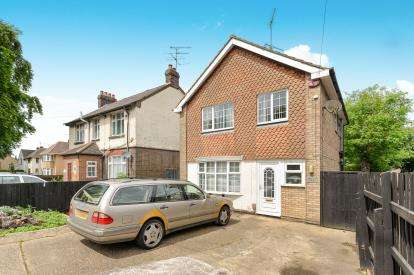 3 Bedrooms Detached House for sale in Dunstable Road, Luton, Bedfordshire, Leagrave